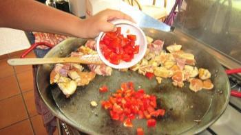 Add pepper to the chicken and pork, sauté. Add salt to taste