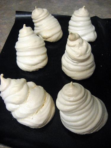 Place meringues as decoration