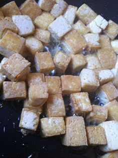 Sauté the Tofu in the casserole
