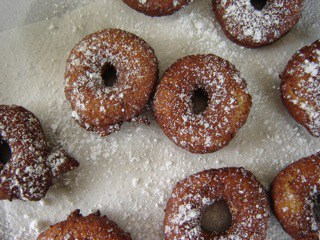 Sift powdered sugar over doughnuts and serve5
