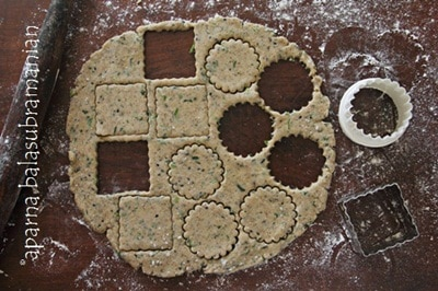 Sprinkle the sesame seeds uniformly over the dough