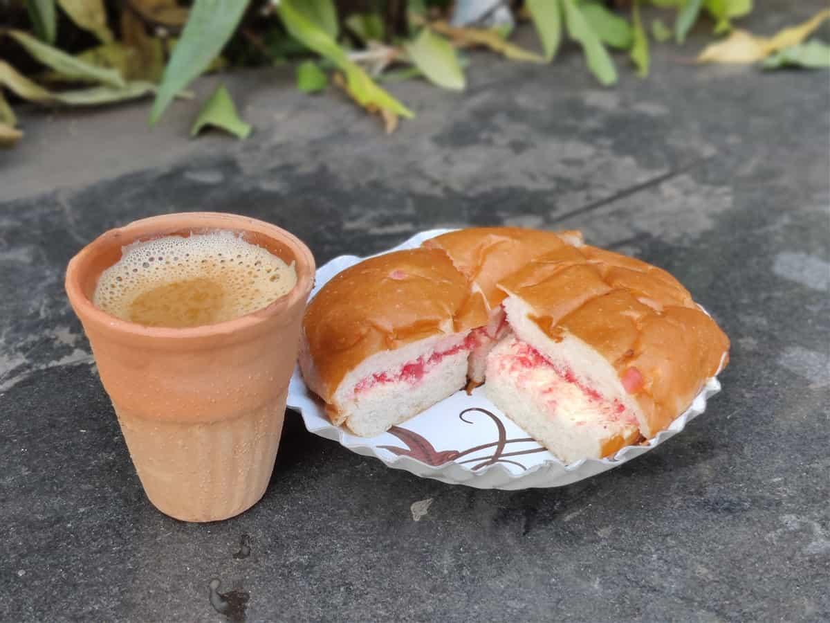 kulhad wali chai with bun maska