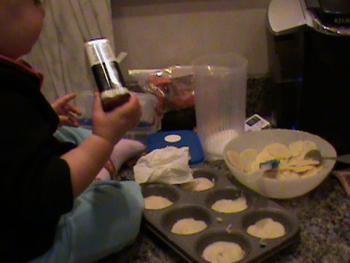 making cupcake