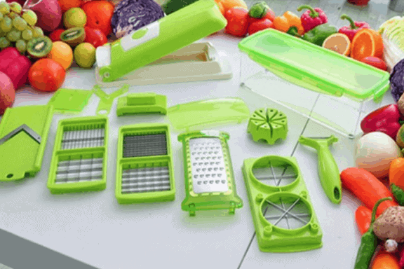 Vegetable chopper with blade inserts