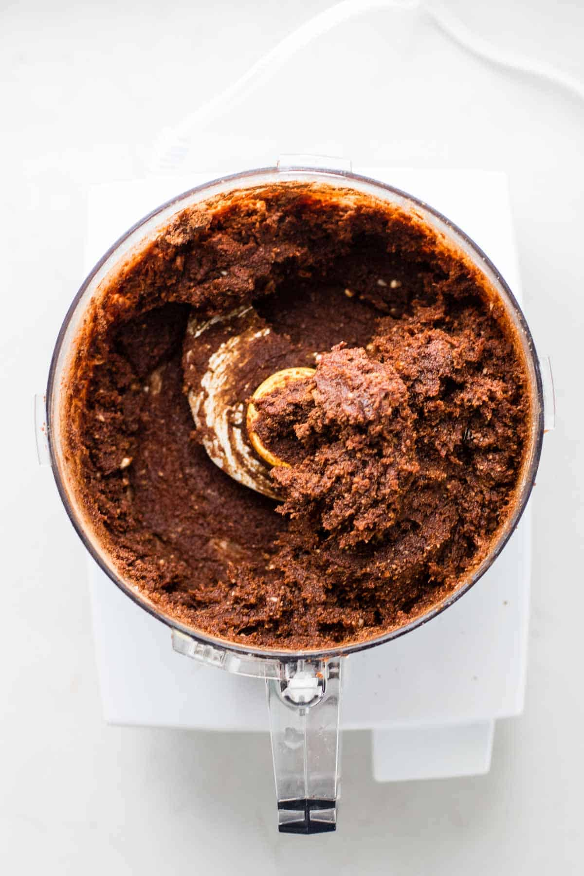 Making a cake with a food processor