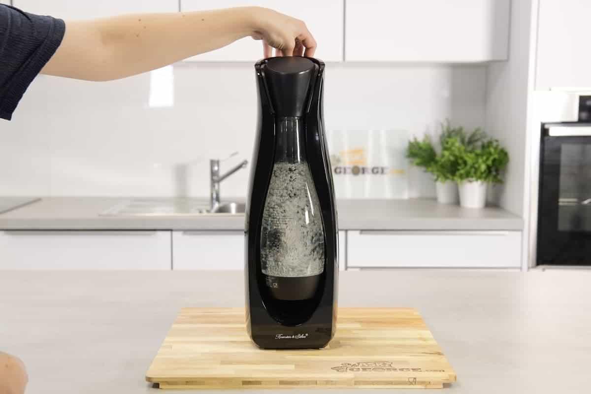 Carbonating water