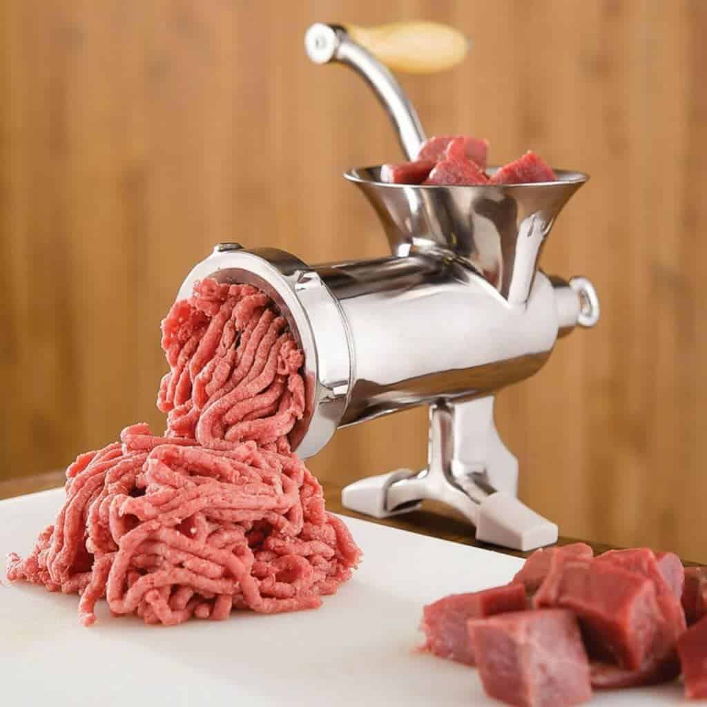 Meat grinder with cubes