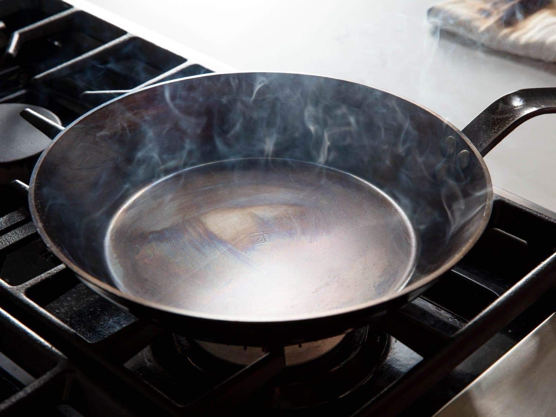 Seasoning a carbon steel pan