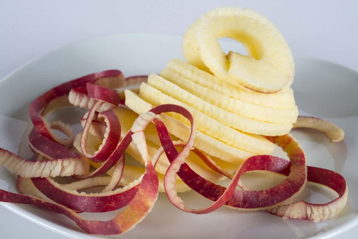 Spiralizing an apple