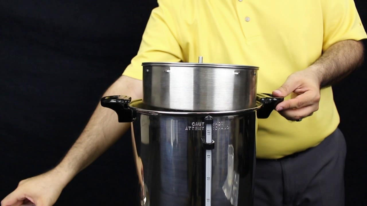 Descaling a coffee urn