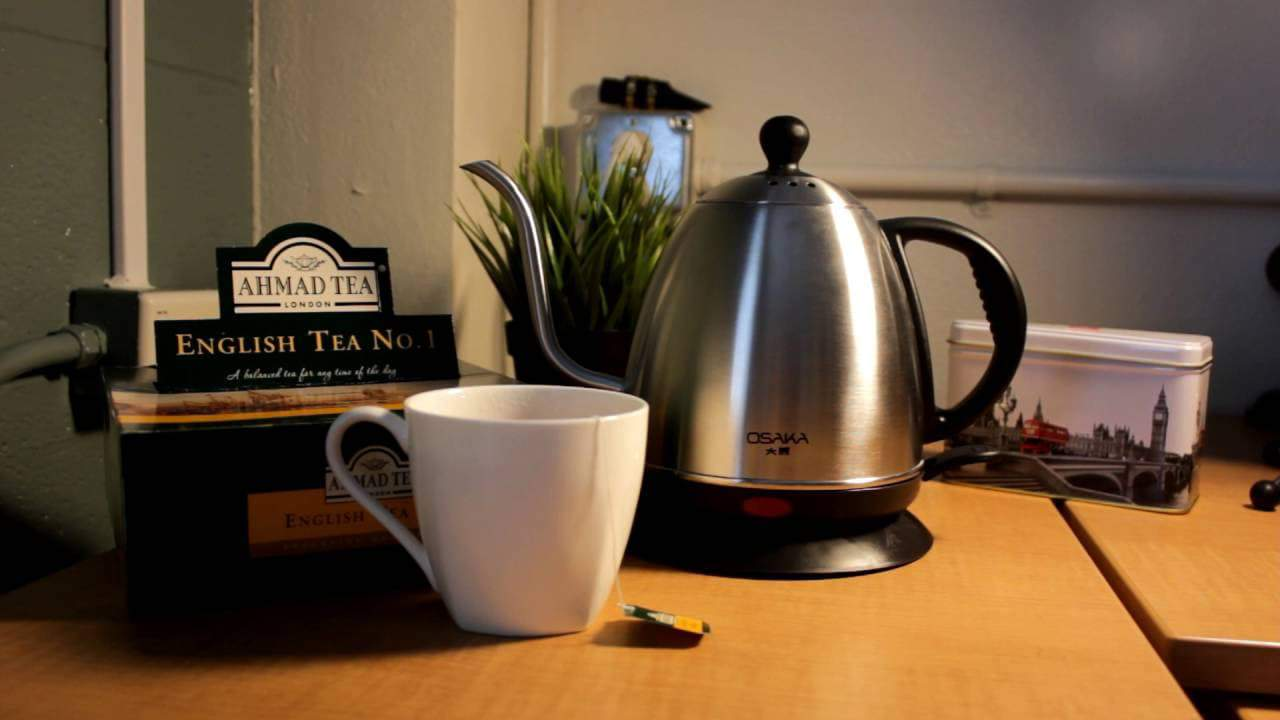 Make tea with electric kettle