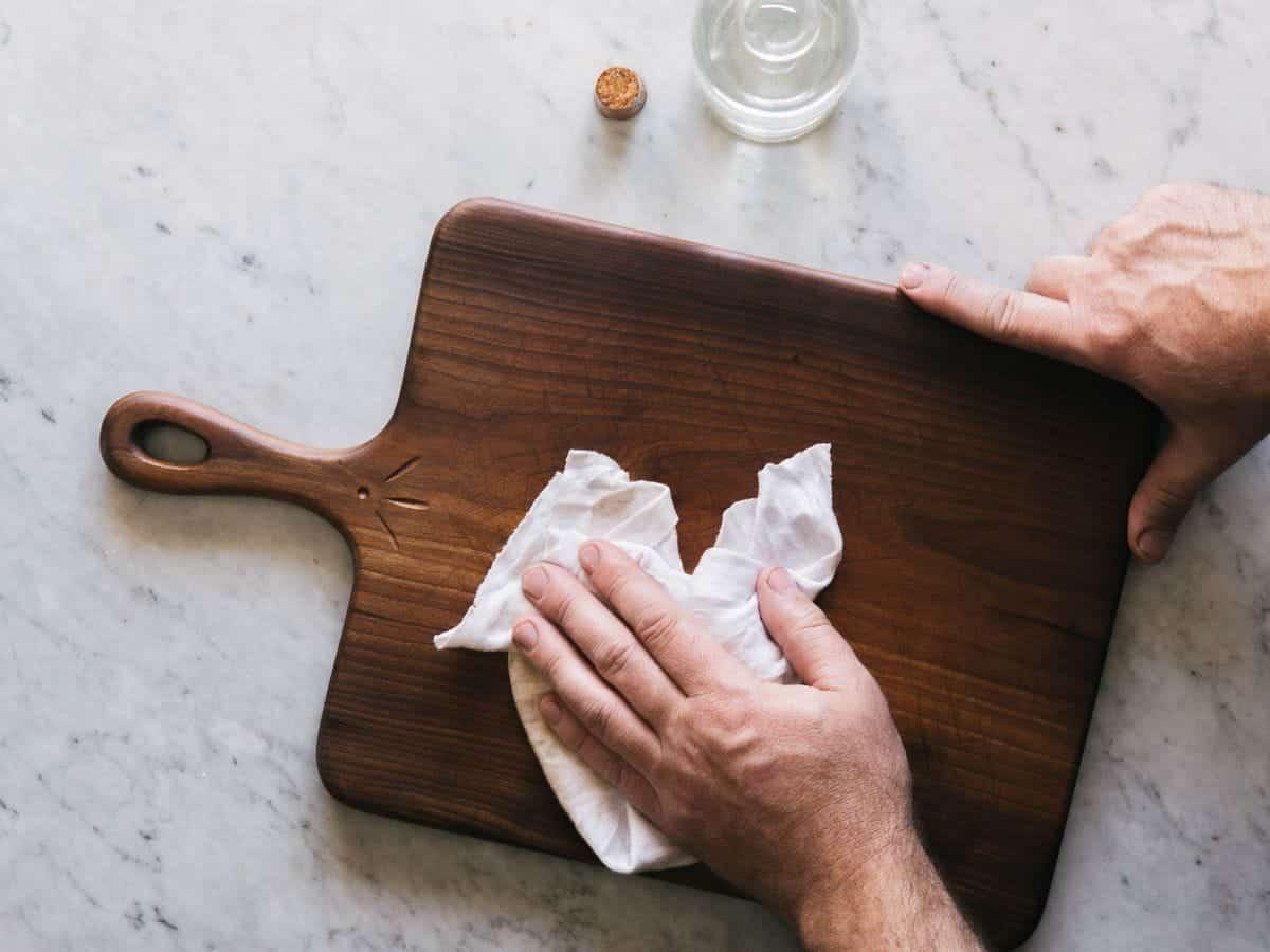 Oiling a cutting board