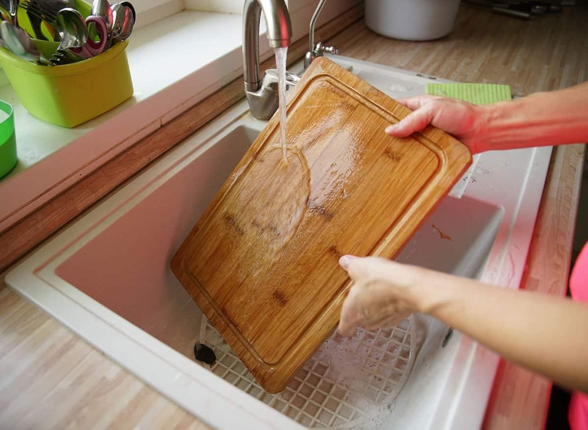 Rinsing wood cutting board