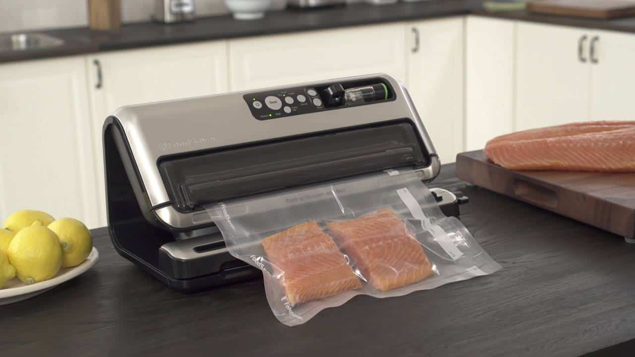 Using a vacuum sealer on countertop