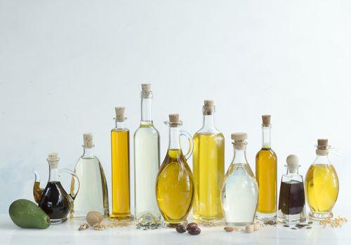 Oils for seasoning carbon steel pan sets