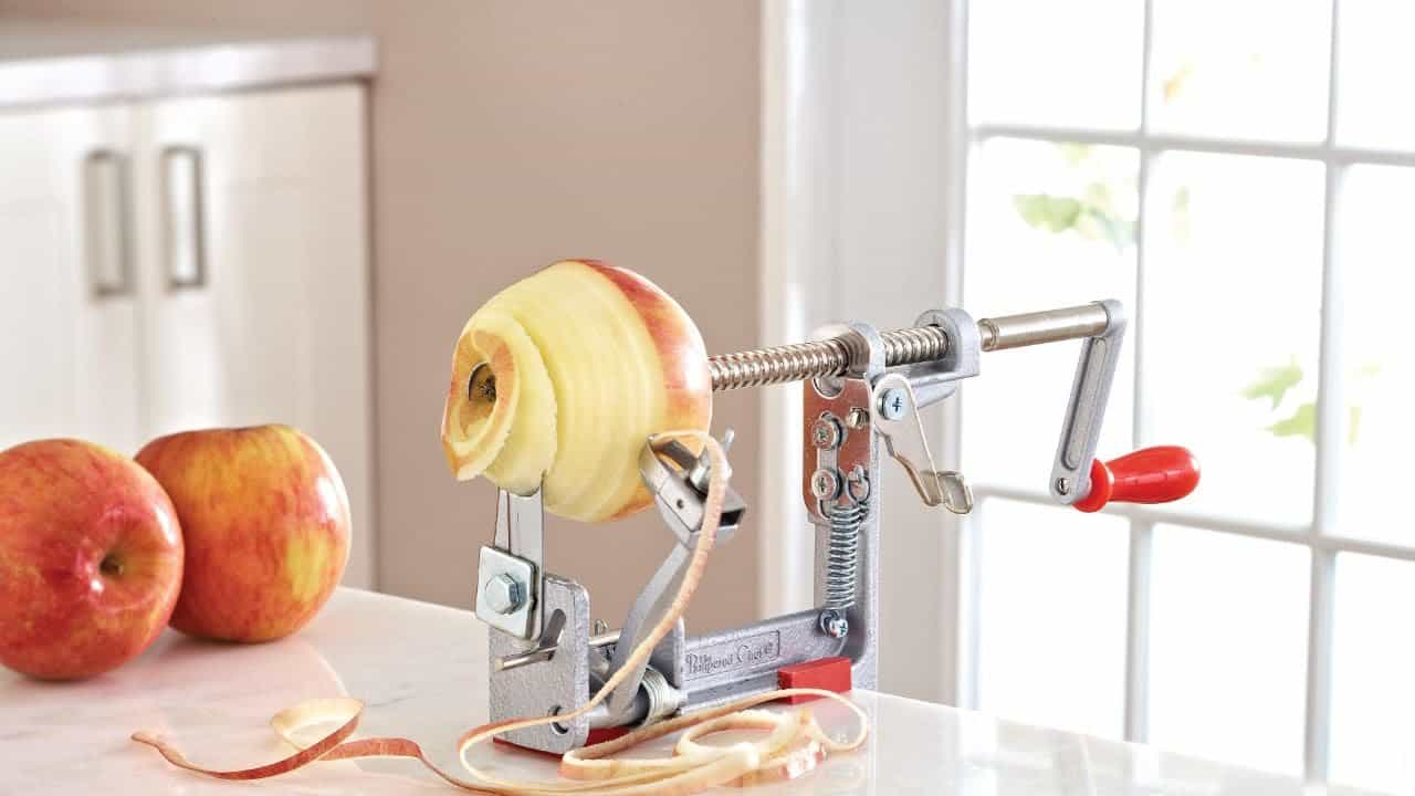 How to Use an Apple Peeler