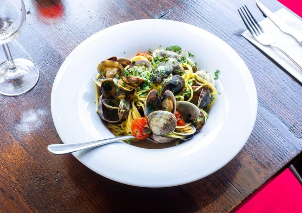 A plate of spaghetti with clams