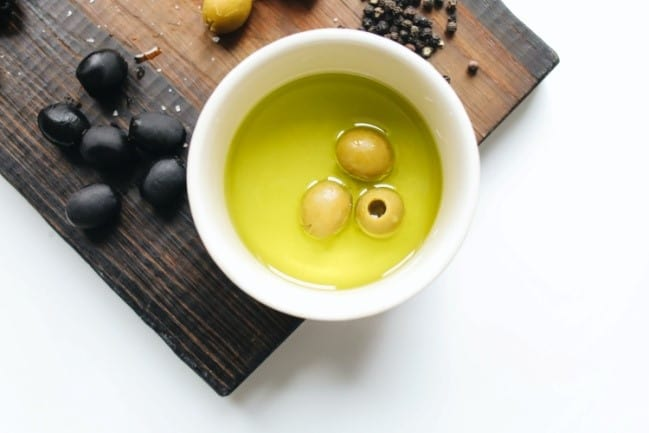 Green and black olives as capers' substitutes