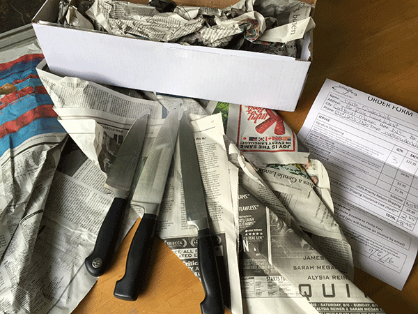 Wrapping knife in newspaper