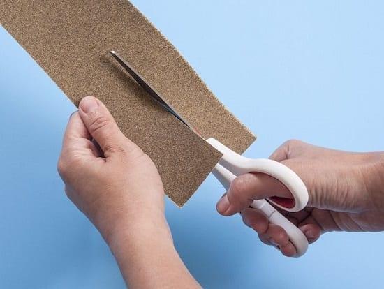 Sharpen kitchen shears using sandpaper
