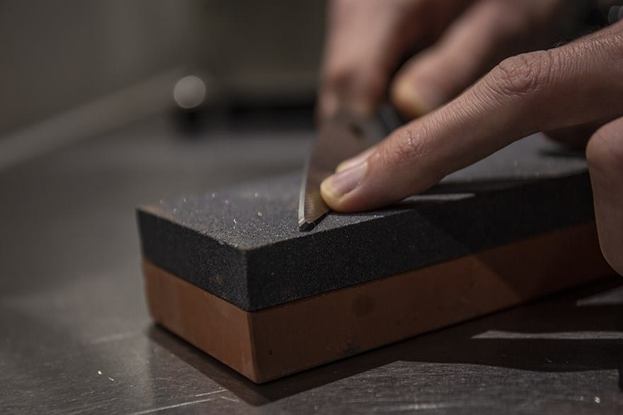 Sharpening kitchen scissors with a whetstone
