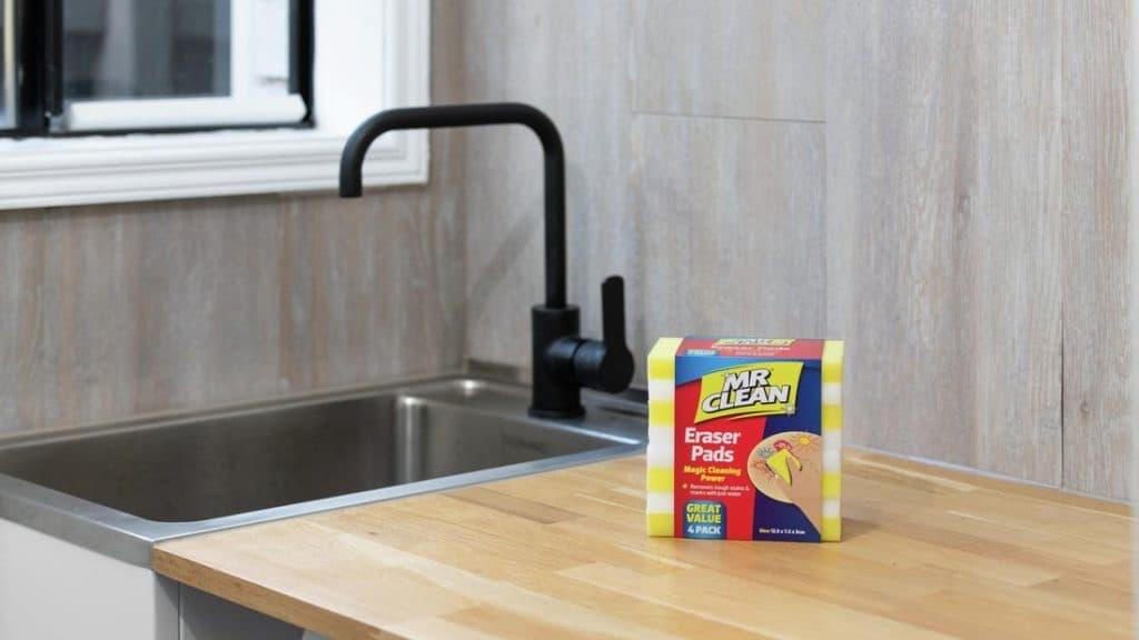 Magic eraser for cleaning a blender